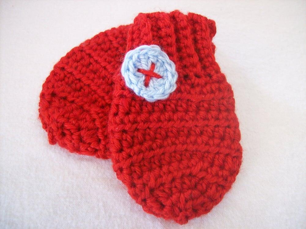 thumbless crochet baby mittens by April Garwood of Banana Moon Studio