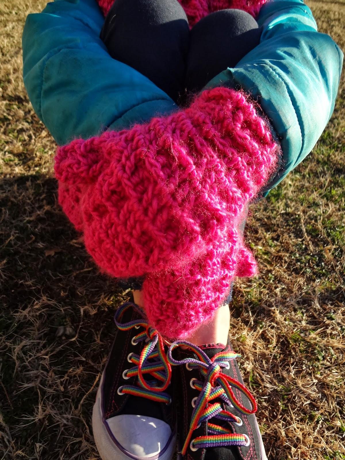 Crochet mittens in waffle stitch. Free crochet pattern from Banana Moon Studio.