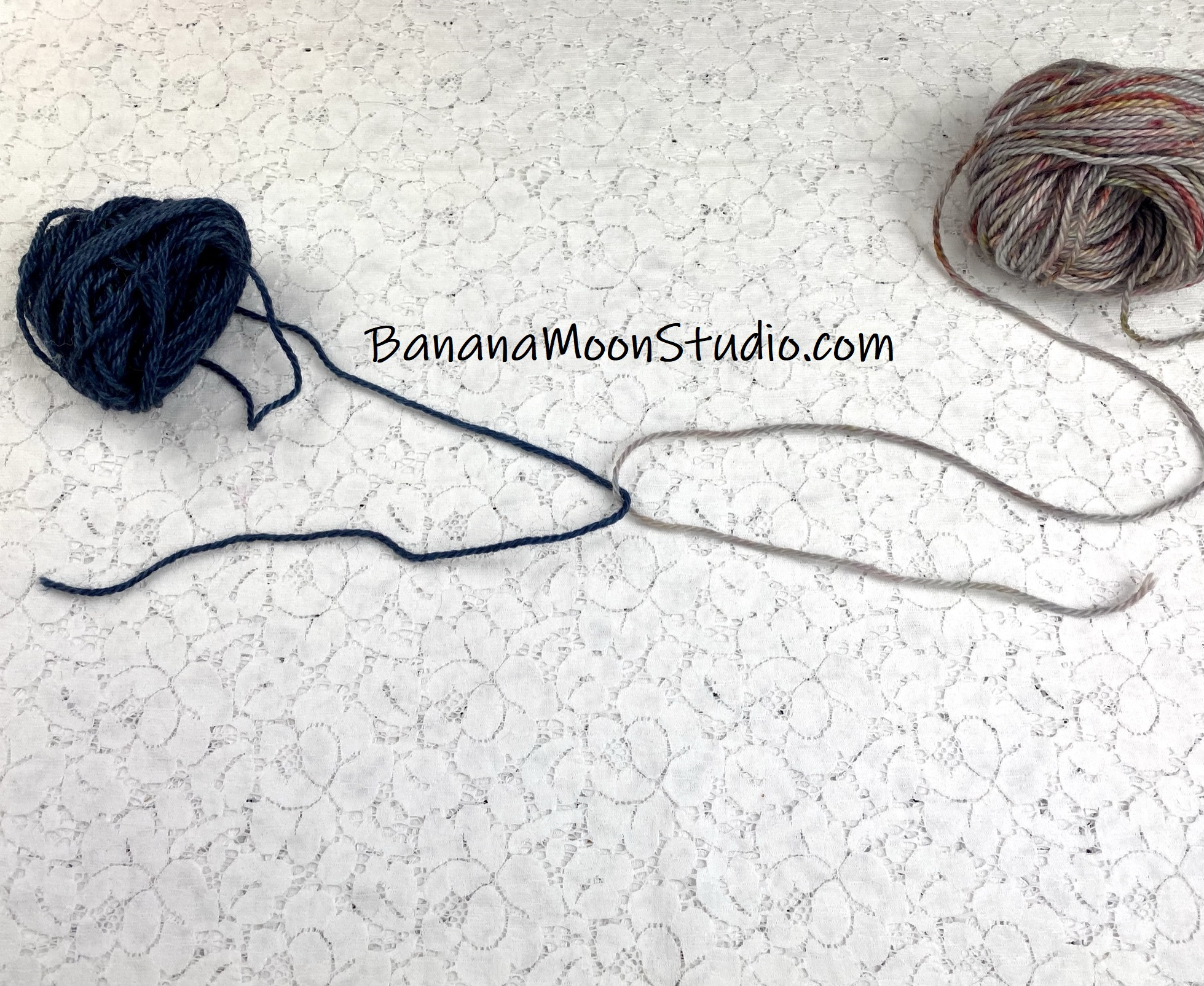 Joining in a new ball of yarn with a Russian knot for crochet or knitting. Tutorial from Banana Moon Studio.