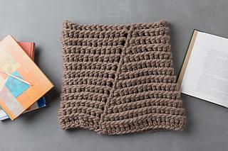 Super chunky crochet cowl pattern found in Interweave Crochet, by April Garwood of Banana Moon Studio