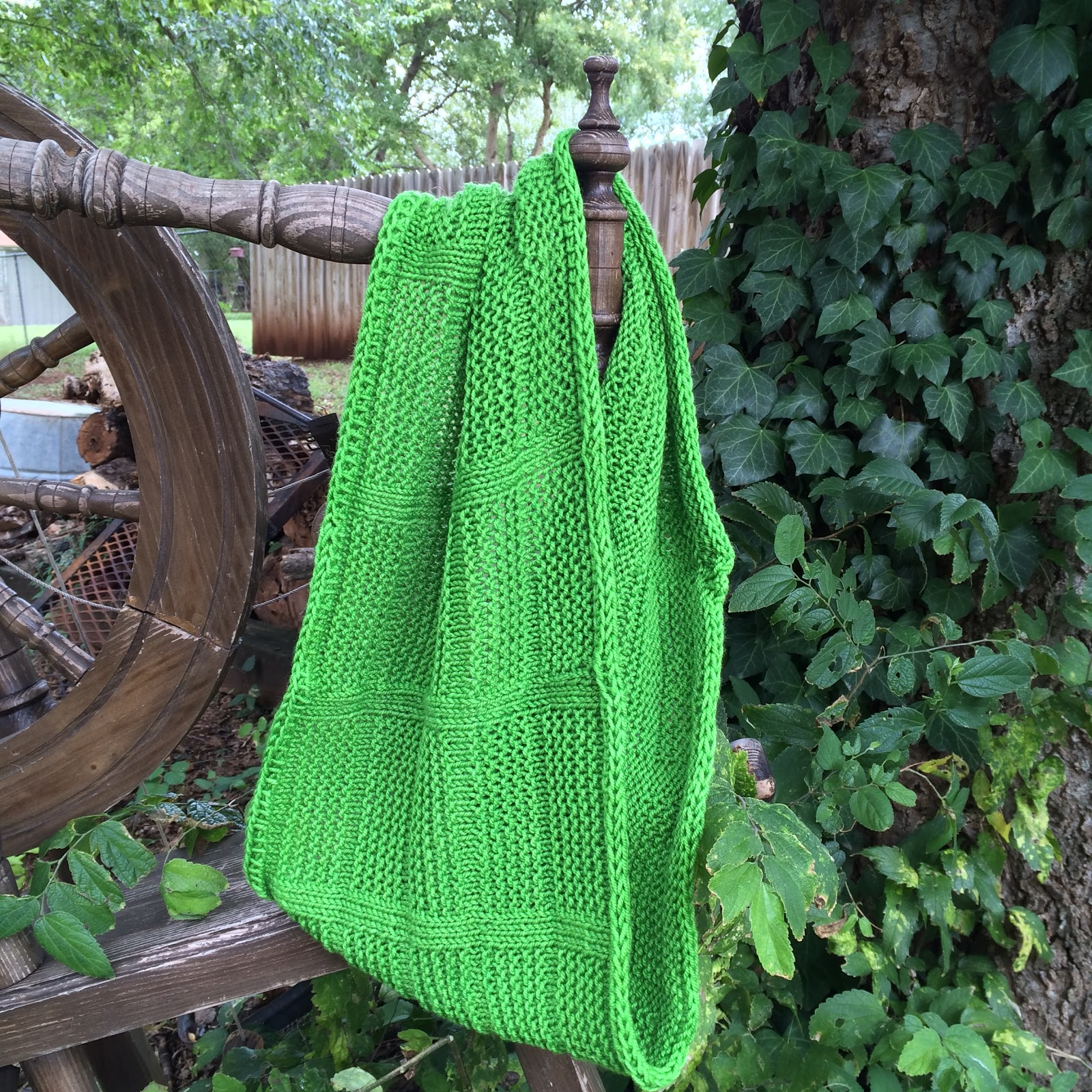 Knitting cowl pattern that is free with email subscription from Banana Moon Studio