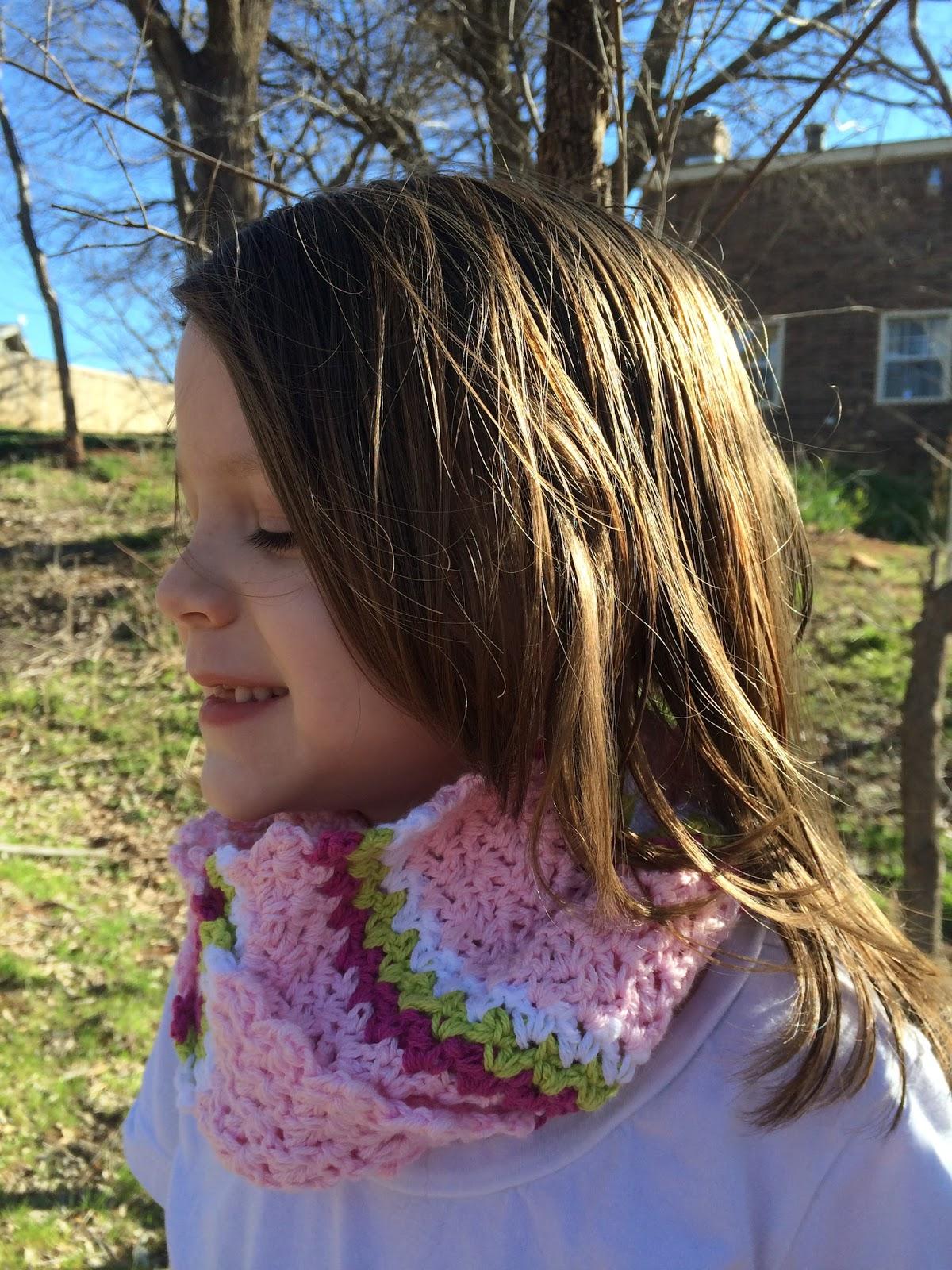 Free crochet pattern for an infinity scarf, pattern by April Garwood of Banana Moon Studio