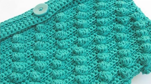Round up of bobble stitch crochet patterns, Diagonal Bobbles Clutch by Underground Crafter.