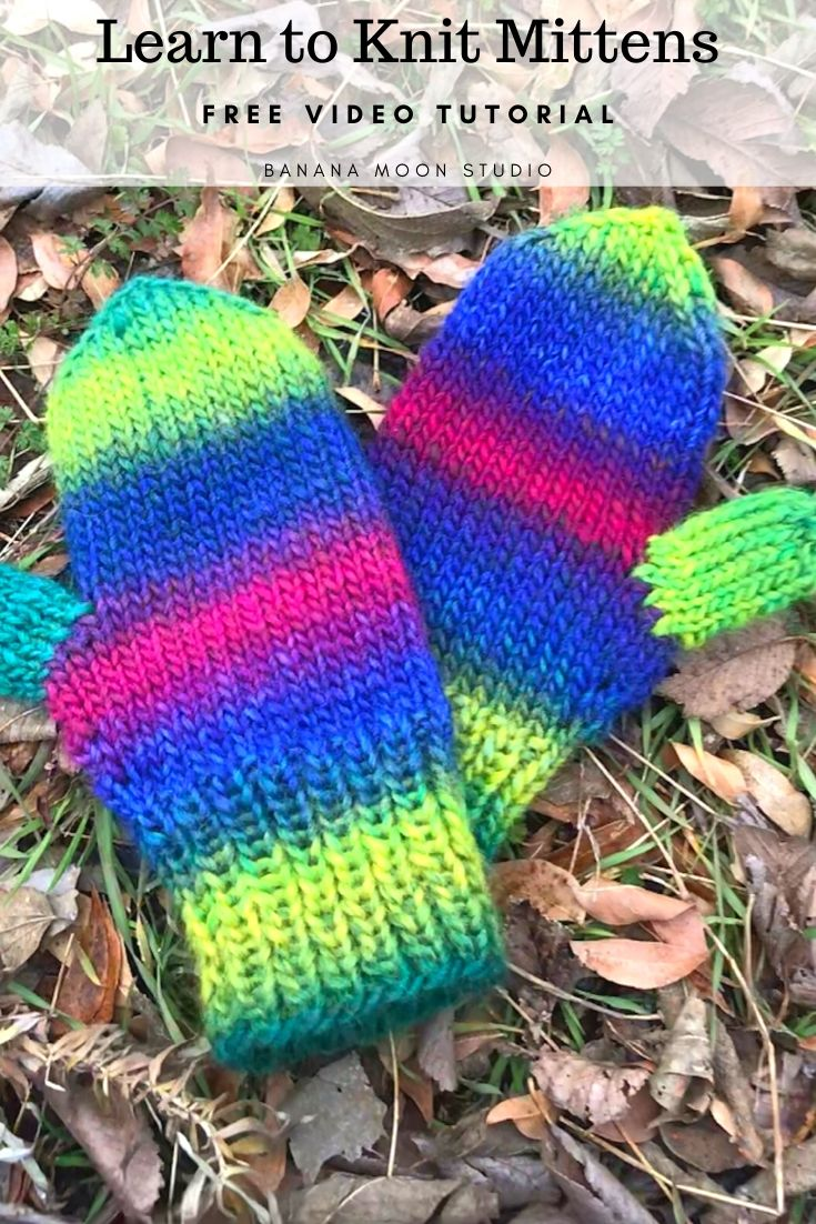 Learn to knit mittens with this free video tutorial from Banana Moon Studio! #howtoknitmittens #howtoknitmittensvideo