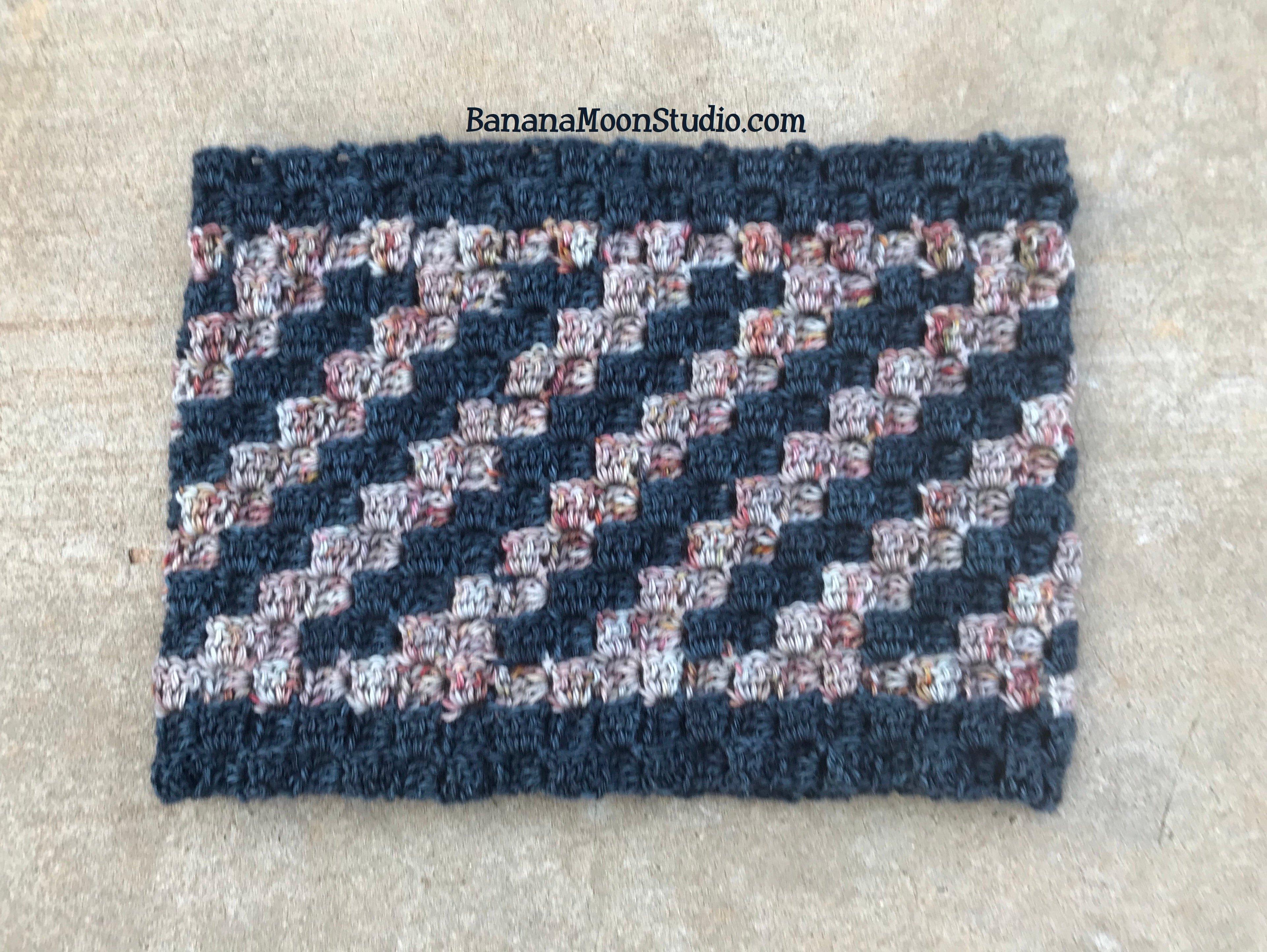 Free C2C crochet cowl pattern from Banana Moon Studio.