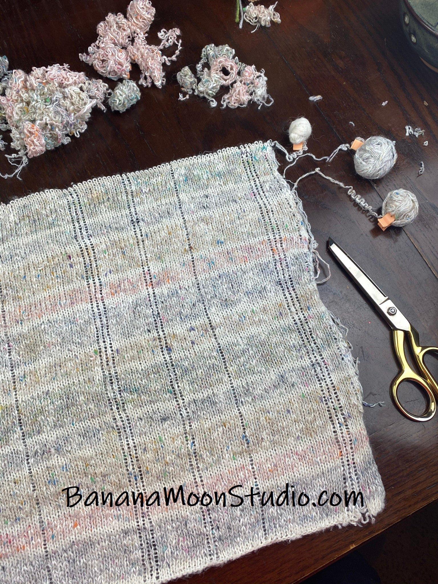 Taking apart a sweater for yarn, photo tutorial from Banana Moon Studio