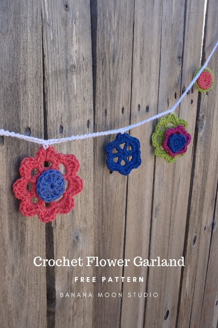 crochet flower garland pattern free from Banana Moon Studio