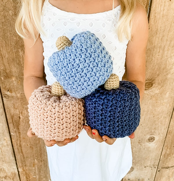 Farmhouse crochet pumpkins from Grace and Yarn.